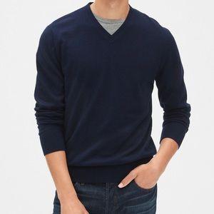 Gap Men Mainstay V-Neck Sweater in Navy